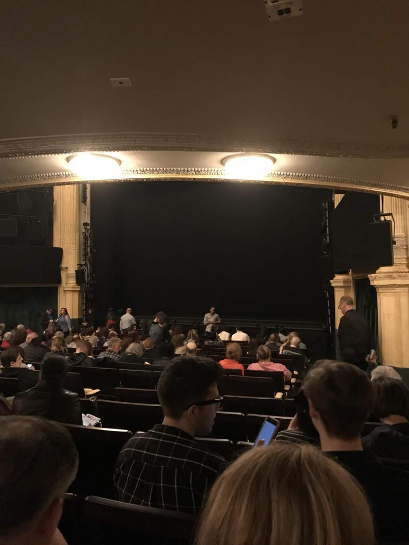 Hudson Theatre, vak: Orchestra Right, rij: R, stoel: 14