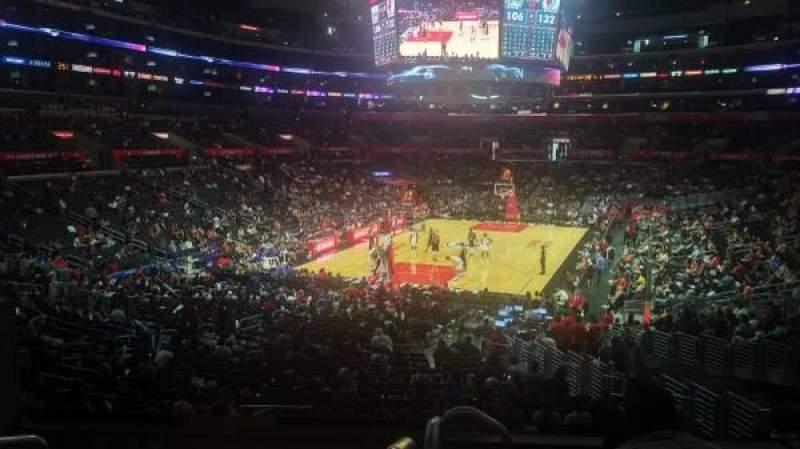 Staples Center, vak: 215, rij: 6, stoel: 3