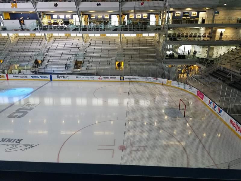 Yost Ice Arena, vak: 212, rij: A, stoel: 10