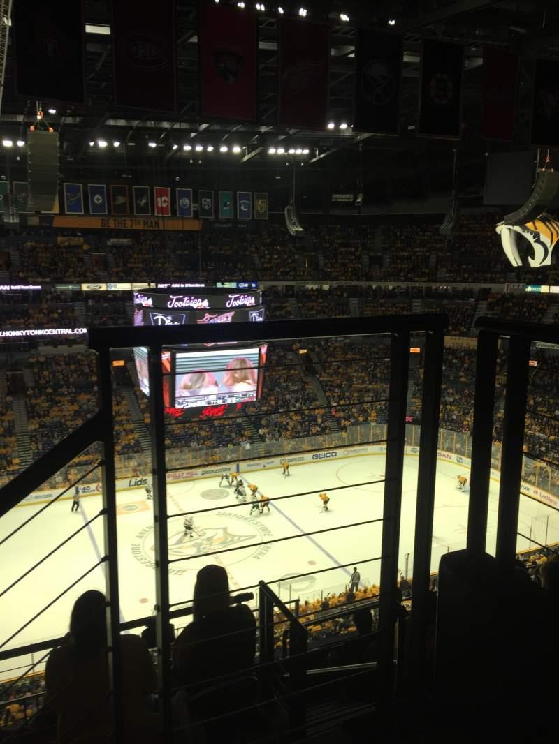 Bridgestone Arena, vak: 324, rij: G, stoel: 1