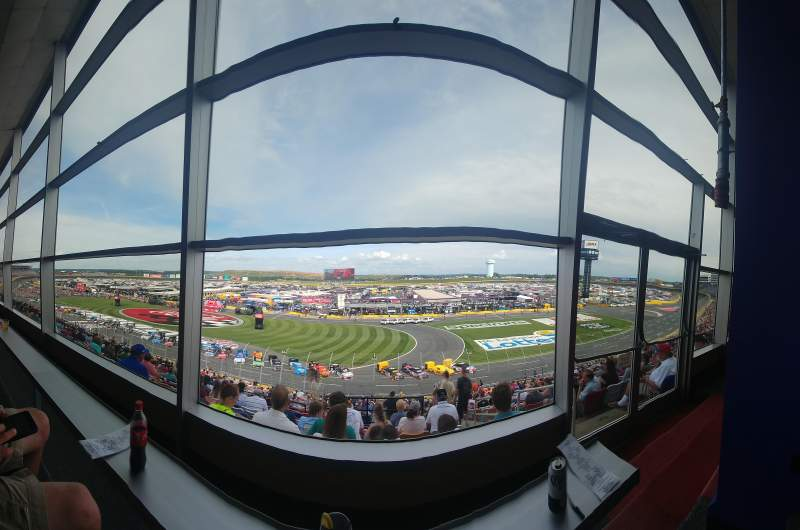 Charlotte Motor Speedway, vak: Clubhouse, Section B, rij: 41, stoel: 3