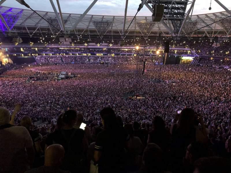 London Stadium, vak: 235, rij: 60, stoel: 242