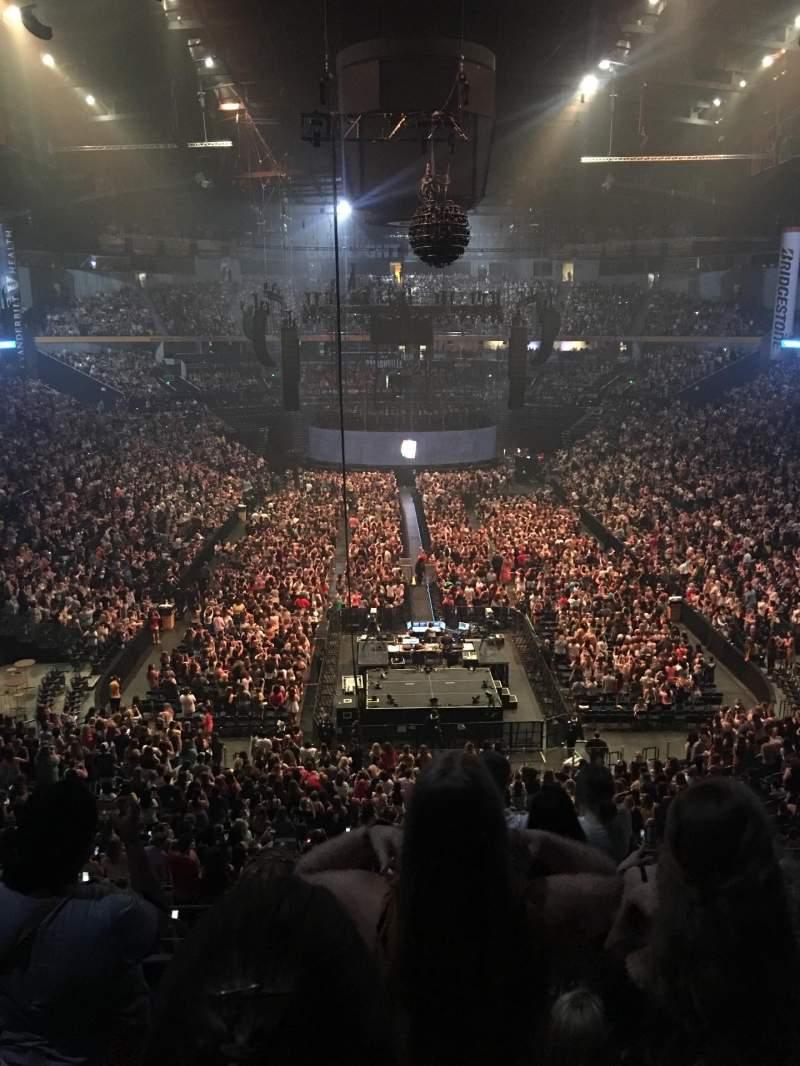 Bridgestone Arena , vak: 202, rij: E or F , stoel: 3