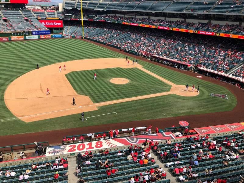Angel Stadium, vak: V411, rij: A, stoel: 25