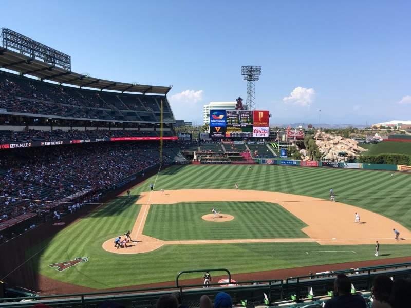 Angel stadium, vak: C332, rij: H, stoel: 12
