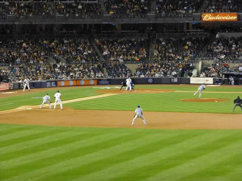 Yankee Stadium, vak: 203, rij: 8