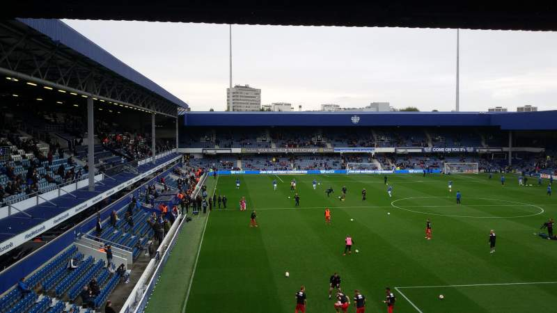 Loftus Road, vak: School End