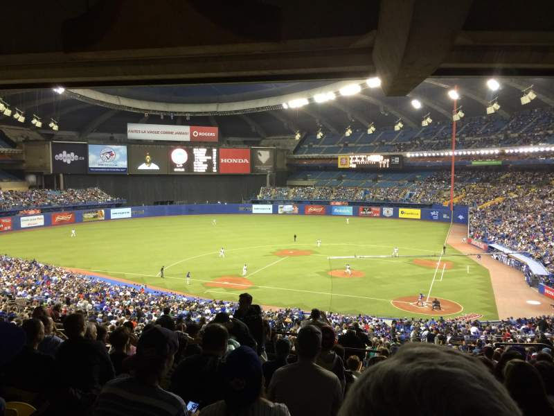 Uitzicht voor Olympic Stadium, Montreal Vak 210 Rij M Stoel 8