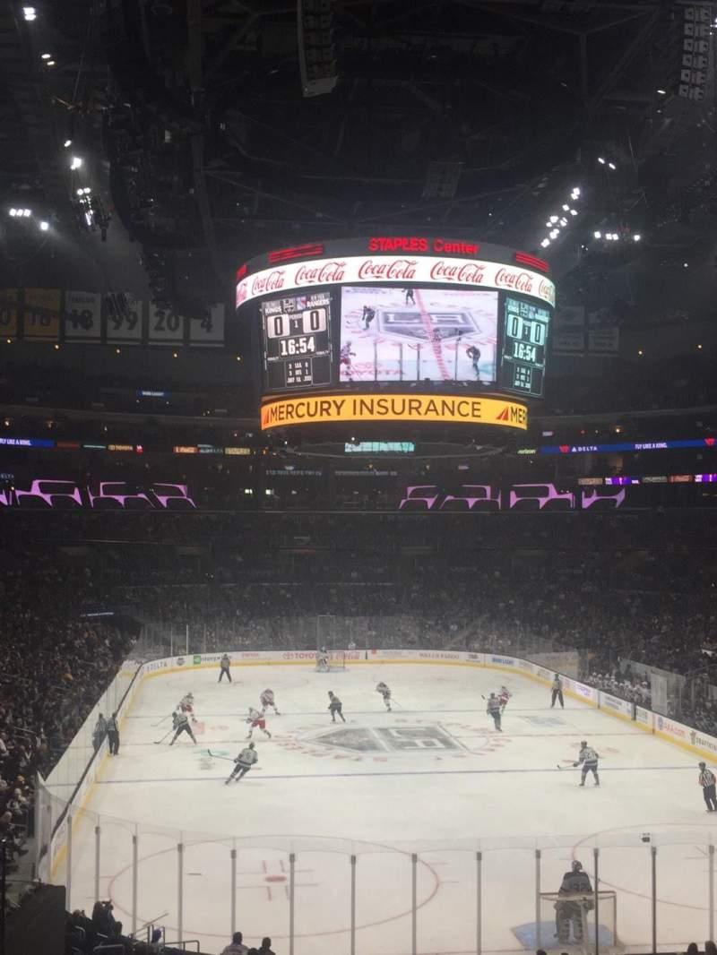 Staples Center, vak: 208, rij: 8, stoel: 17