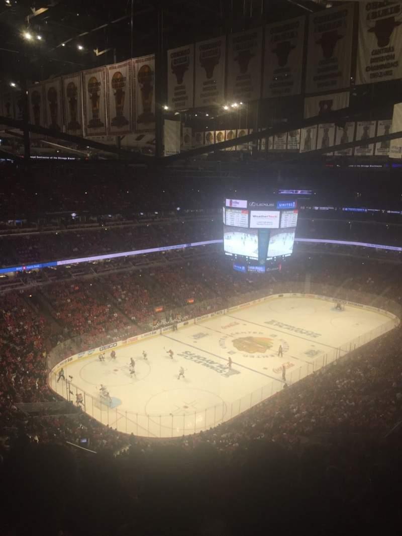 United Center, vak: 322, rij: 15, stoel: 18