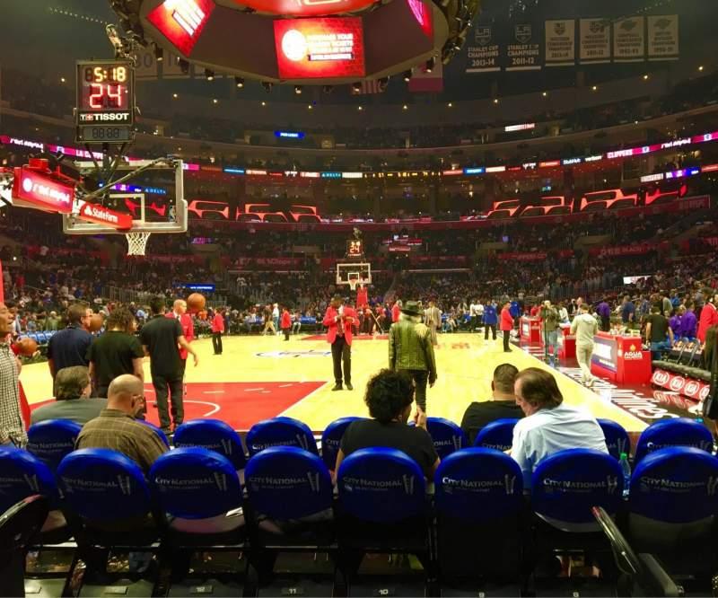 Staples Center, vak: 106 Baseline, rij: D, stoel: 1