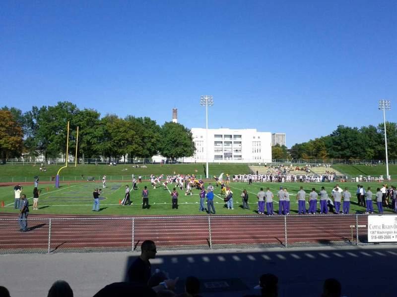Uitzicht voor University Field Vak 800 Rij H Stoel 11