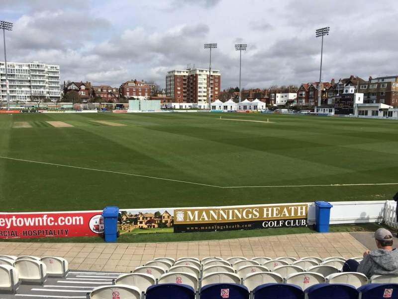 County Cricket Ground (Hove), vak: A, rij: J, stoel: 10