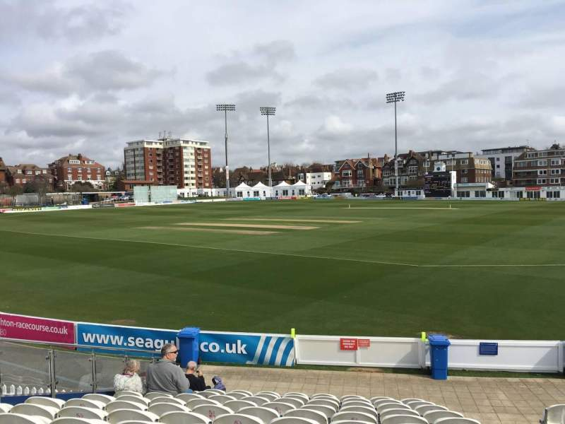 County Cricket Ground (Hove), vak: E, rij: M, stoel: 90