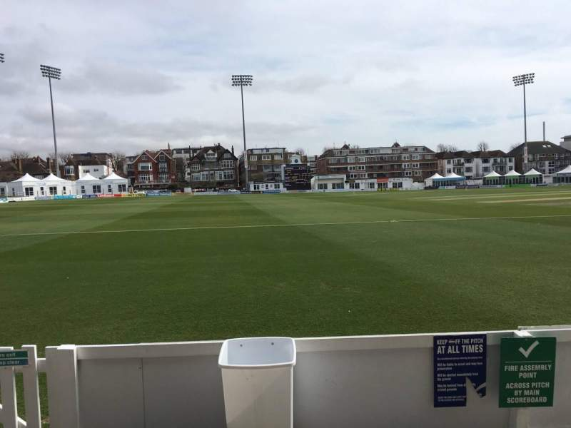 County Cricket Ground (Hove), vak: Grandstand F, rij: B, stoel: 84