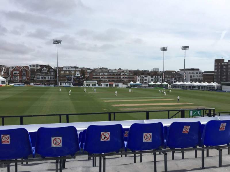 County Cricket Ground (Hove), vak: Upper Grandstand M, rij: D, stoel: 6