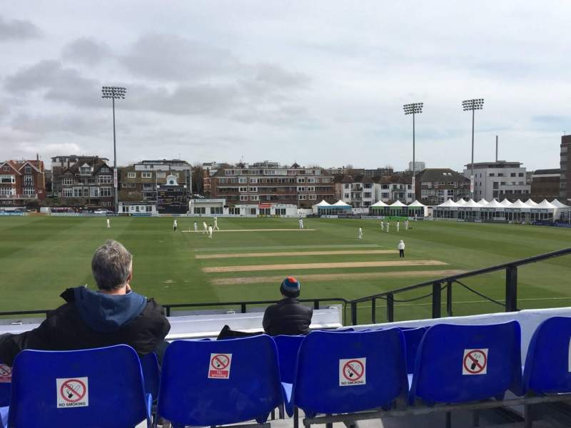 County Cricket Ground (Hove), vak: Upper Grandstand J, rij: Bench