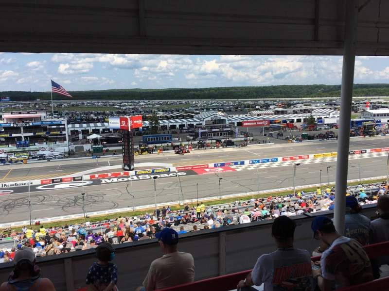 Pocono Raceway, vak: 323, rij: D, stoel: 9