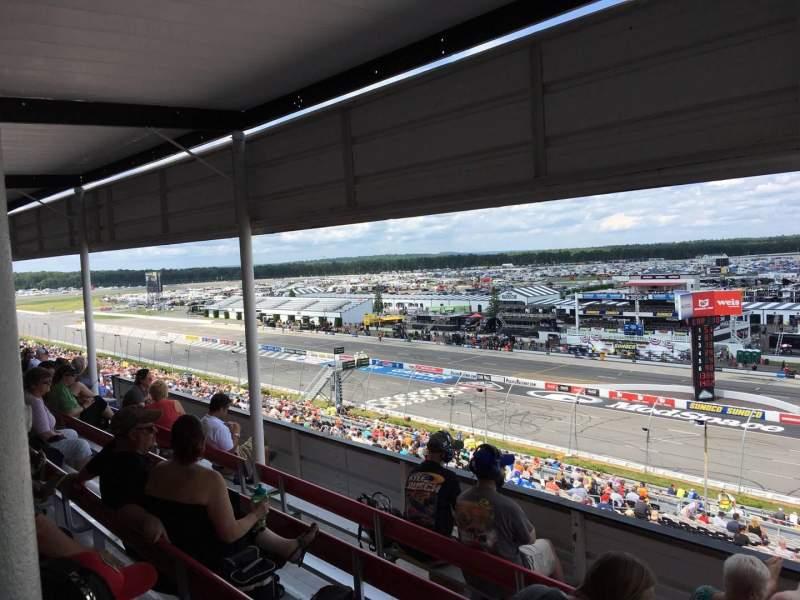 Pocono Raceway, vak: 320, rij: D, stoel: 3
