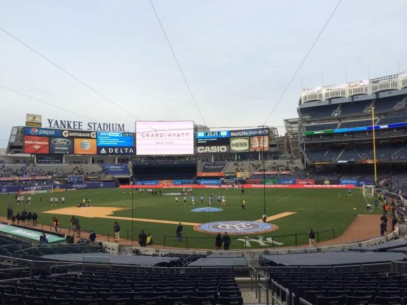 Uitzicht voor Yankee Stadium Vak 121a Rij 26 Stoel 1