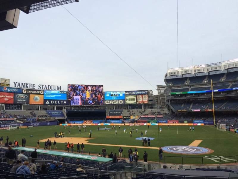 Yankee Stadium, vak: 121b, rij: 26, stoel: 6