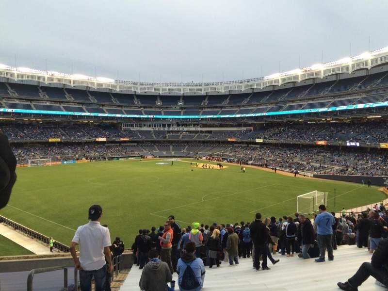 Yankee Stadium, vak: 237, rij: 24, stoel: Bleacher