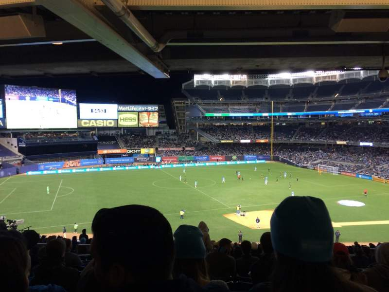 Yankee Stadium, vak: 227a, rij: 23, stoel: 10
