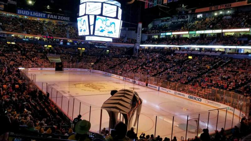 Bridgestone Arena, vak: 119, rij: J, stoel: 11