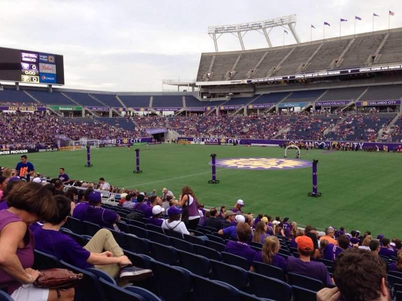 Camping World Stadium, vak: 106, rij: W, stoel: 1