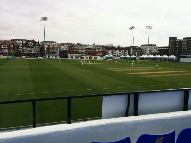 County Cricket Ground (Hove), vak: L, rij: c, stoel: 41