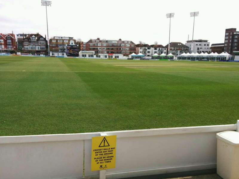 County Cricket Ground (Hove), vak: spen cama pavilion, rij: b, stoel: 67