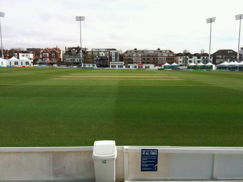 County Cricket Ground (Hove), vak: B, rij: c, stoel: 32