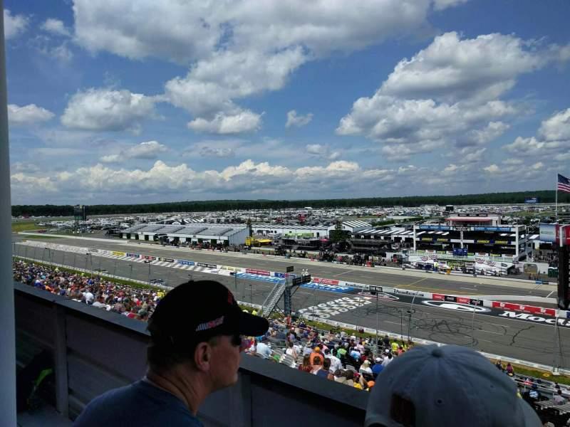 Pocono Raceway, vak: 322, rij: 2, stoel: 28