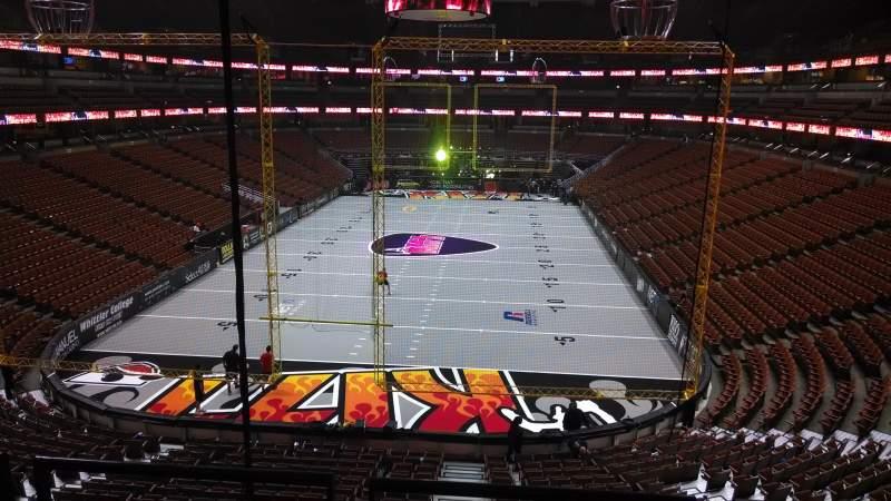 Honda Center, vak: 326, rij: C, stoel: 8