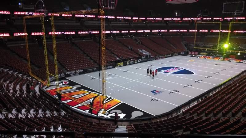 Honda Center, vak: 324, rij: C, stoel: 8