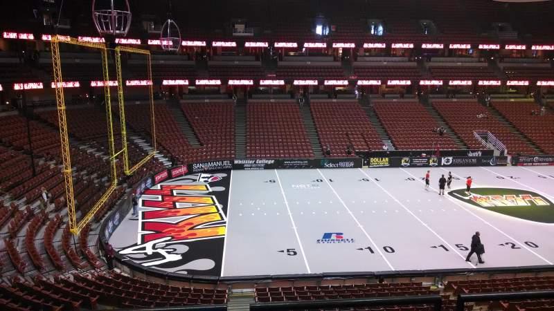 Honda Center, vak: 322, rij: C, stoel: 8
