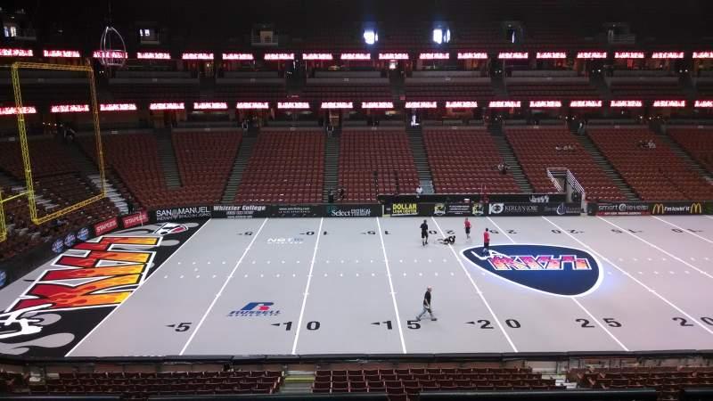 Honda Center, vak: 321, rij: C, stoel: 8