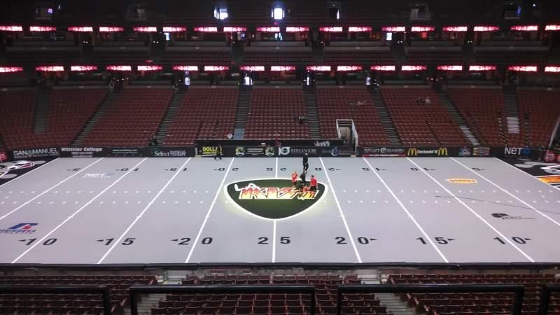 Honda Center, vak: 320, rij: C, stoel: 8