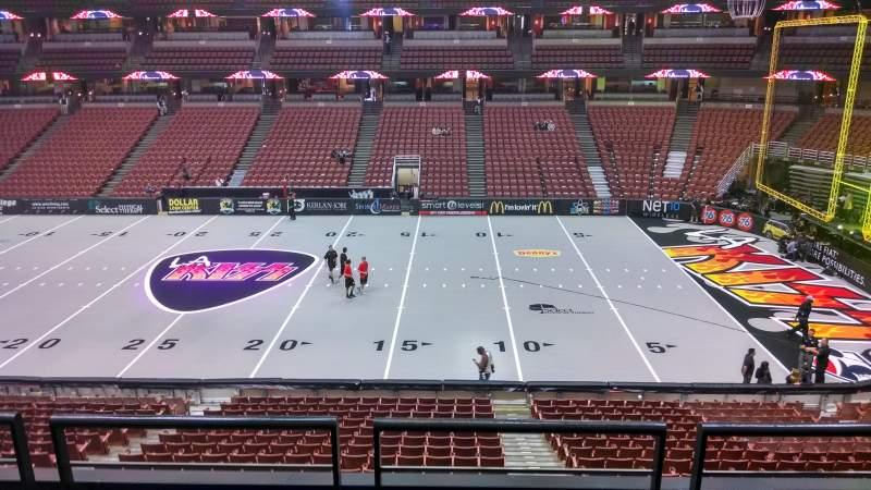 Honda Center, vak: 319, rij: C, stoel: 8