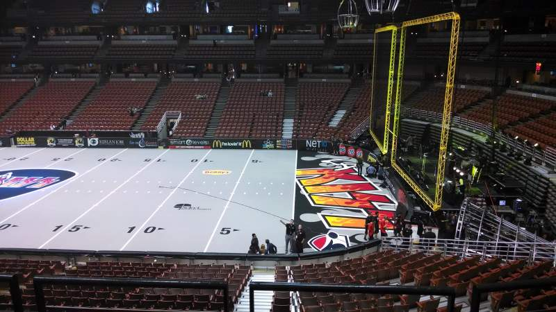 Honda Center, vak: 318, rij: C, stoel: 8
