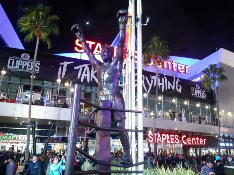 Staples Center, vak: exterior
