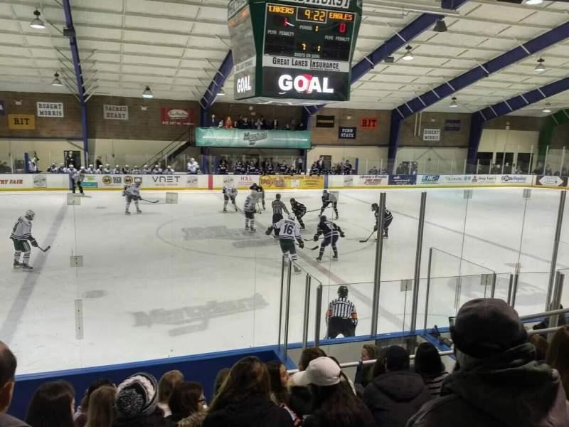Uitzicht voor Mercyhurst Ice Center Vak GA