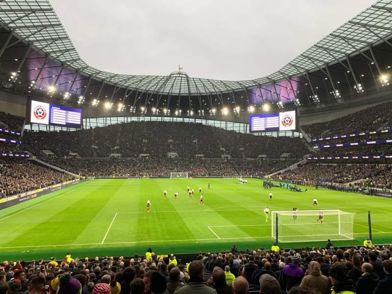 Uitzicht voor Tottenham Hotspur Stadium Vak 114 Rij 27 Stoel 405
