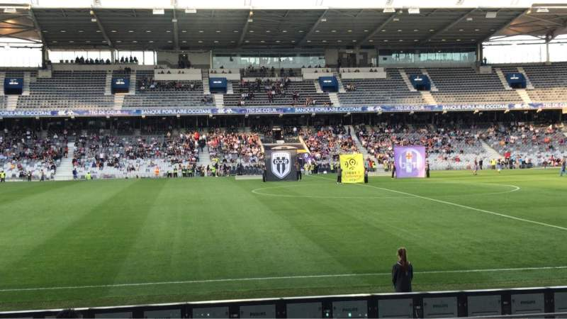 Uitzicht voor Le Stadium de Toulouse Vak Honneur Sud Rij 14 Stoel 225